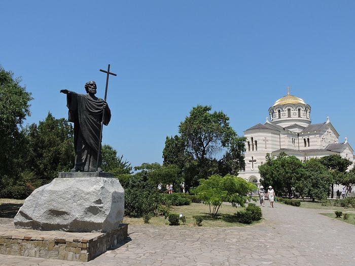 Χερσόνησος.  Καθεδρικός ναός  Ο πρίγκηπας Βλαντιμίρ και το μνημείο της Αγίας  στον Απόστολο Ανδρέα