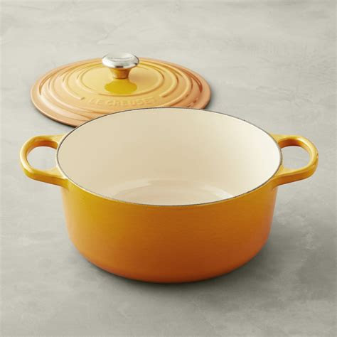 le creuset signature enameled cast iron  dutch oven