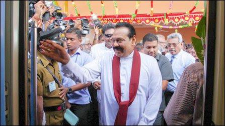 Mahinda Rajapaksa and Gotabhaya Rajapaksa at Pazhai