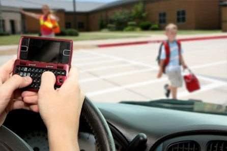 El peligro que causa la adicción de los conductores a las redes sociales