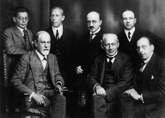 File:Freud and other psychoanalysts 1922.jpg