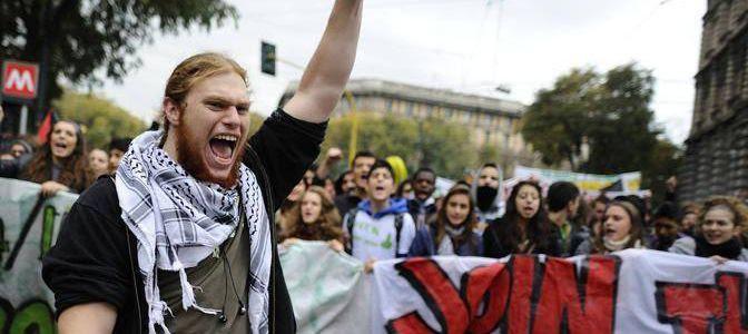 14/11/2012, Milano, manifestazione degli studenti. - 14/11/2012, Milano, manifestazione degli studenti. - fotografo: flavio lo scalzo