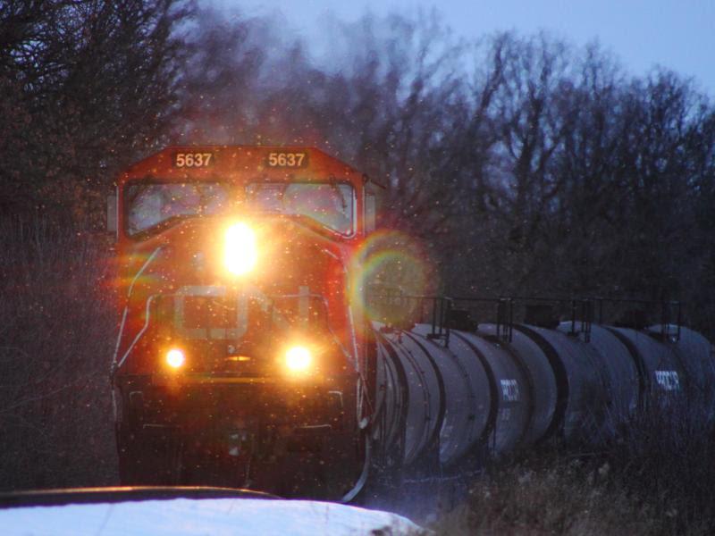 CN 5637 in St. Norbert Manitoba
