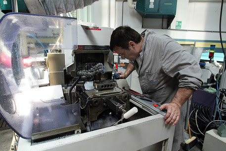 Un operaio a lavoro © ANSA