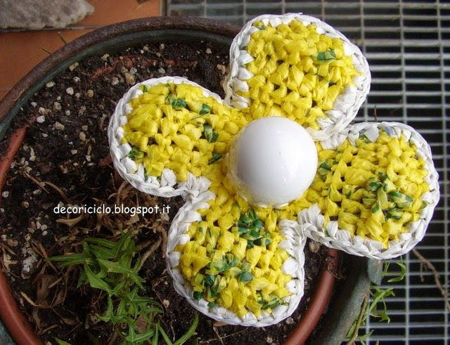 http://decoriciclo.blogspot.it/2014/04/fiore-decorativo-fatto-con-sacchetti-e.html