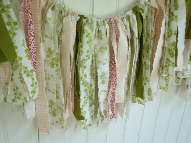 Torn Fabric Garland, Rose and Green Bunting, Cottage Chic Wedding Backdrop, Reception Decor, 10 Feet - TheVintageOrangeJar