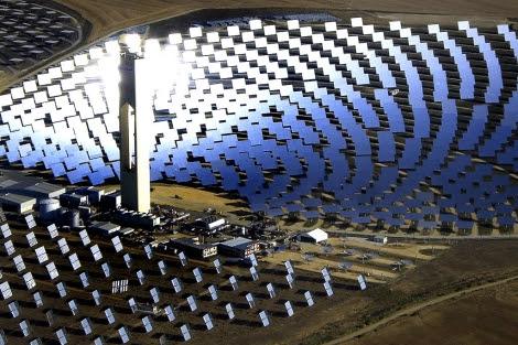 Planta fotovoltaica de Abengoa, en Sanlúcar la Mayor. | EM