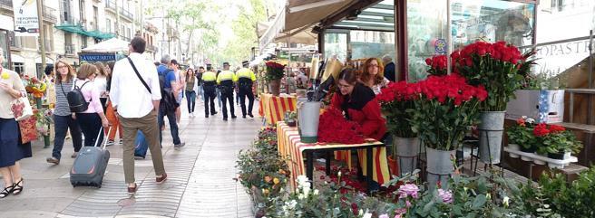 Un puesto de rosas en la Rambla de Barcelona
