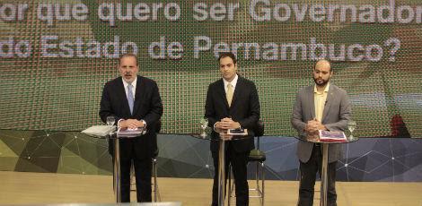 Armando, Paulo e Zé Gomes no primeiro bloco do debate / Arnaldo Carvalho/JC Imagem