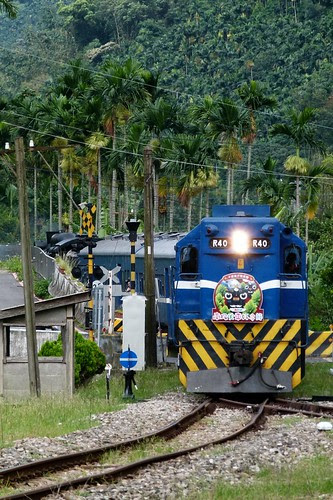 R40與蒸汽火車列車
