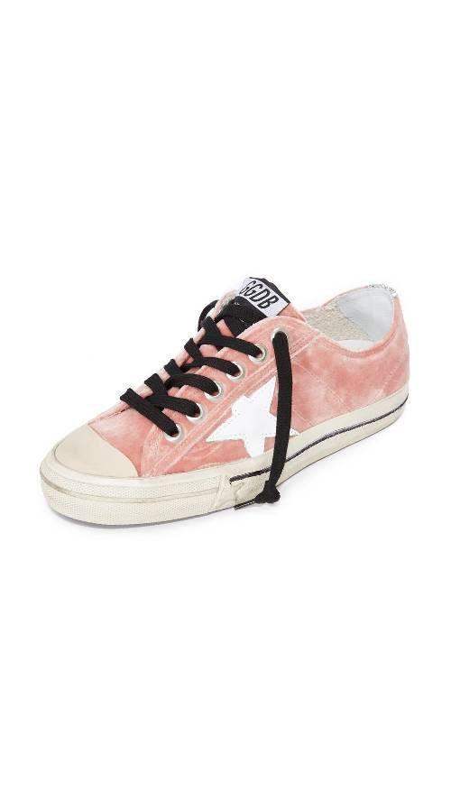 Nâng tầm trang phục của bạn chỉ với 10 đôi giày thể thao chất liệu nhung - Ảnh 9.