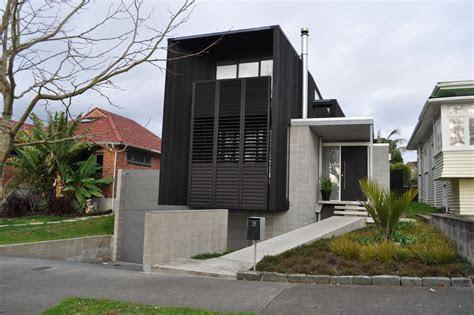 tuck  garage house plans