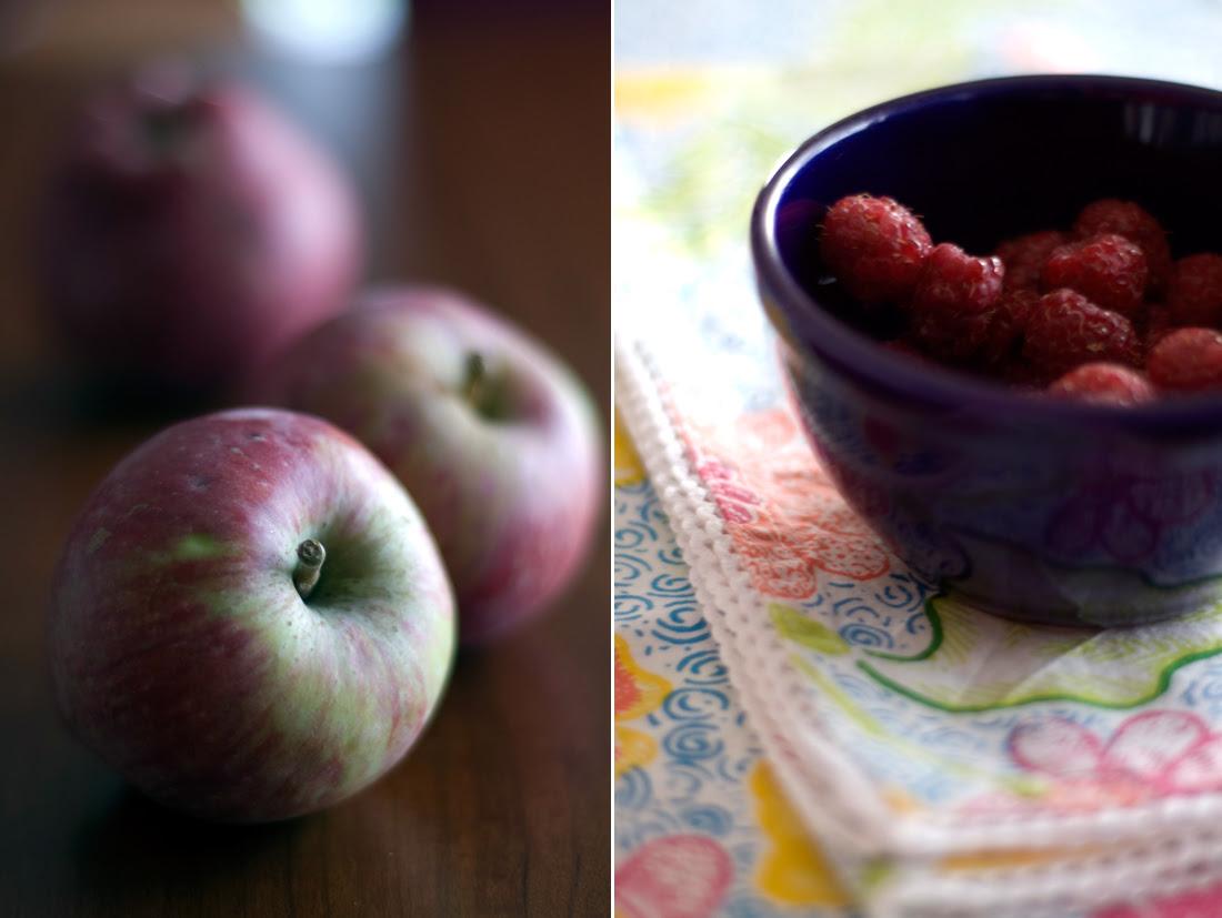 Maçãs e framboesas // Apples and raspberries