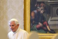Pope Benedict XVI waits prior to a private audience with Macedonia's Prime Minister Nikola Gruevski at the Vatican May 24, 2012. REUTERS/Vincenzo Pinto/Pool (VATICAN - Tags: POLITICS RELIGION)