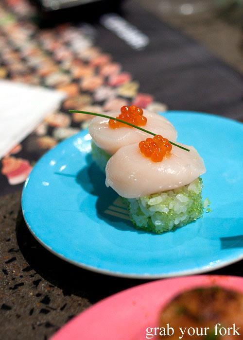 Raw scallops at Umi Kaiten-Zushi