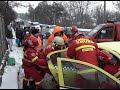 FOTO VIDEO Accident pe Calea Unirii din Suceava, lângă Grupul Școlar. Două mașini s-au ciocnit frontal