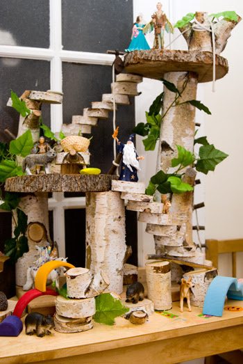 http://picklebums.com/2011/07/06/wordless-wednesday-tree-house-dolls-house/
