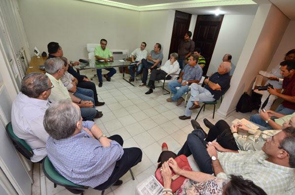 Dirigentes, lideranças e deputados do PMDB participam de reunião da Executiva Estadual