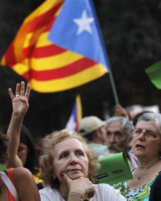 Participantes de la manifestación por la Diada. EFE/Marta Pérez
