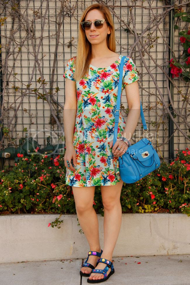 LA fashion blogger The Key To Chic wears Ray Ban Clubmaster sunglasses with DIY jeweled Teva sport sandals and a Forever 21 tropical print dress.