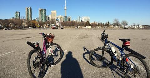 Cuộc sống ở Toronto - Chạy xe đạp ở bờ hồ Lakeshore ở Toronto - Du lịch Toronto, Canada