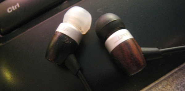 Use different color for your earphone tips to differentiate left and right side easily.