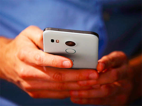 UV light can improve the efficiency of smartphone cameras
