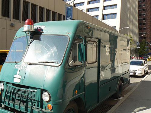 vieux camion de police.jpg