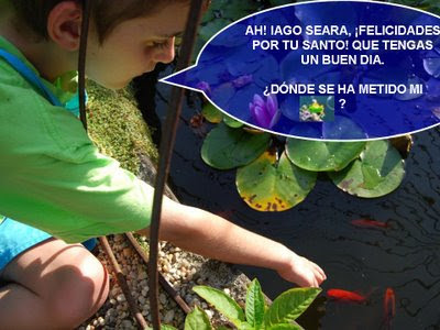 Iago buscando el submarino en el estanque y felicitando a Iago Seara por su santo
