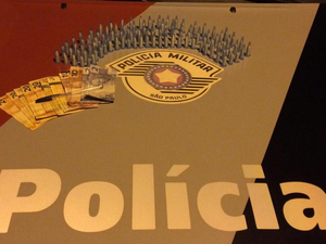 Adolescente de 17 anos é detido por tráfico de drogas em Ubatuba, SP (Foto: Divulgação/Polícia Militar)