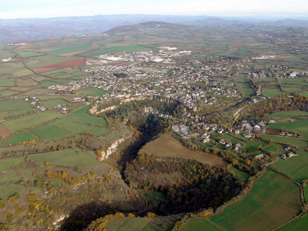 Bozouls: Uma cidade francesa empoleirada acima de um buraco 05