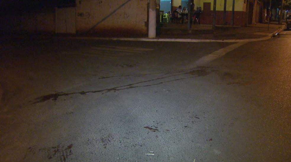 Idosa foi arrastada por 400 metros na Avenida Deolinda Rosa em Serrana (SP) (Foto: Paulo Souza/EPTV)