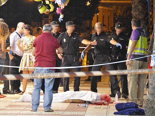 Policía Nacional custodia el cuerpo de 'Tafa Sodia' en pleno centro de la ciudad.   El Faro Digital