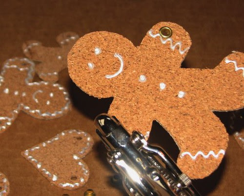 25 Days of Hand Crafted Gifts & Orn - Cork Gingerbread Garland 007