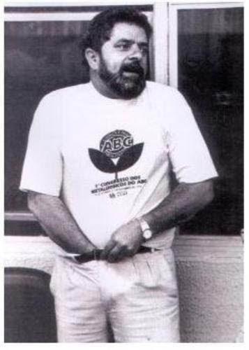 Lula coça o saco