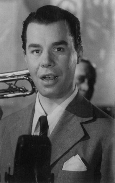"""Imagem de arquivo do cantor Jorge Goulart, em janeiro de 1955. Nesta década, ele foi coroado como """"Rei do Rádio"""". (Foto: Arquivo/OGlobo)"""