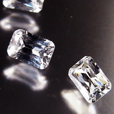 "s15140 Cubic Zirconia - 4 x 6 mm Emerald Cut Octagon - AAAAA White (1) - <font color=""#FF0000"">Discontinued</font> - 70% off!"