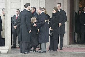 La Princesa de Asturias hace una reverencia al Rey al despedirse de él. (Foto: Diego Sinova)