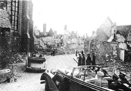 Туренваген на улицах разбомбленного Кенигсберга. 1944 год