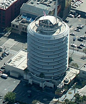 English: The Capitol Records Building in Holly...