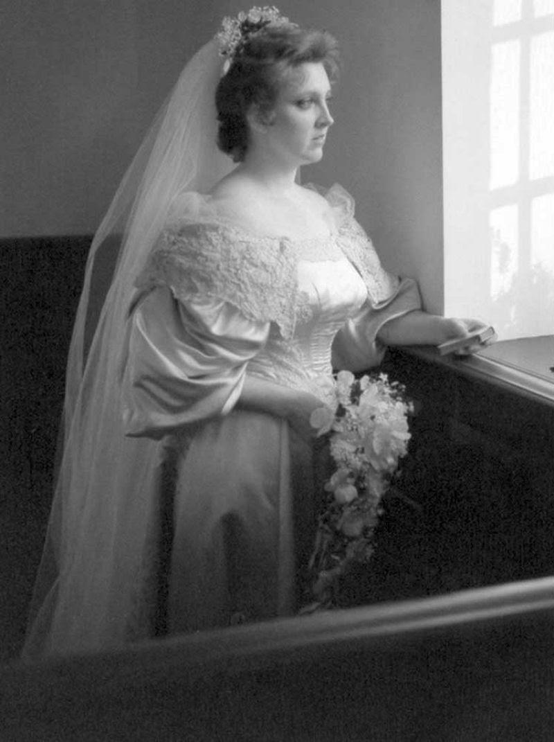 Todo mundo viu este vestido de noiva de 120 anos de antiguidade, exceto uma pessoa 07