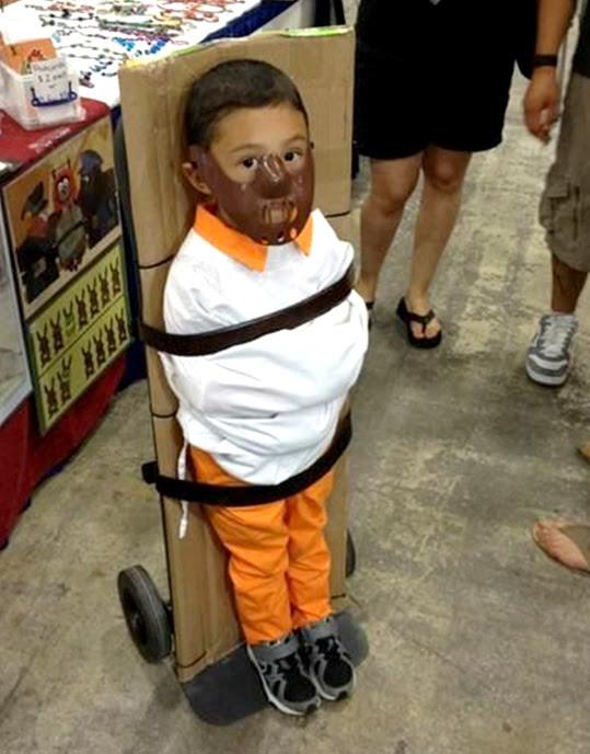 Niño disfrazado de Hannibal Lecter