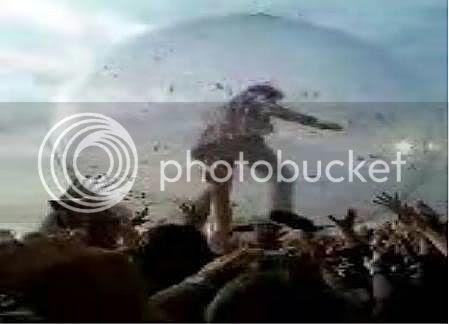 Wayne Coyne in a giant bubble @ Wireless Festival 2006[Hyde Park, London]