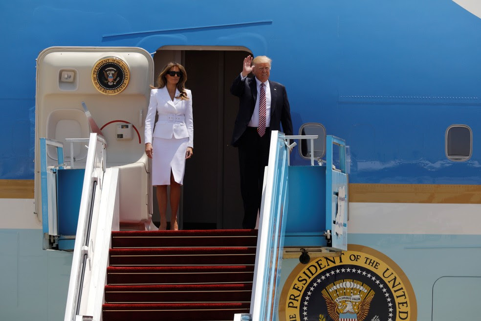 Presidente dos Estados Unidos, Donald Trump, e primeira-dama, Melania Trump, chegam a Israel na manhã desta segunda-feira (22)  (Foto: Amir Cohen/ Reuters )