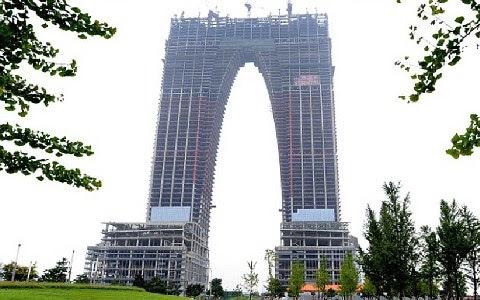 Ερχεται ο πρώτος ουρανοξύστης... παντελόνι!