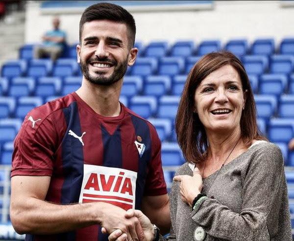 Francisco Manuel Rico Castro (Portonovo, Pontevedra, 3 de agosto de 1987) es un futbolista español. Es un centrocampista. Juega en calidad de cedido por el Granada Club de Fútbol, en la Sociedad Deportiva Eibar de la Primera División de...