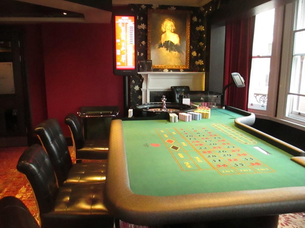 Hippodrome game table