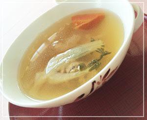 日本橋「SENSE」にて、繊細な味のスープ。野菜たっぷり。
