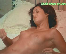 Sonia Braga nua no filme Dona Flor e seus dois maridos