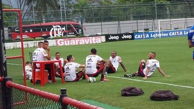 Jogadores do Fla na Gávea (Foto: Fred Gomes/ Globoesporte.com)